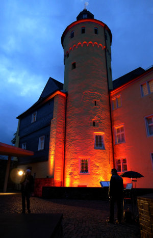 Der illuminerte Bergfried Schloss Homburg (Foto: Olaf Reitz)